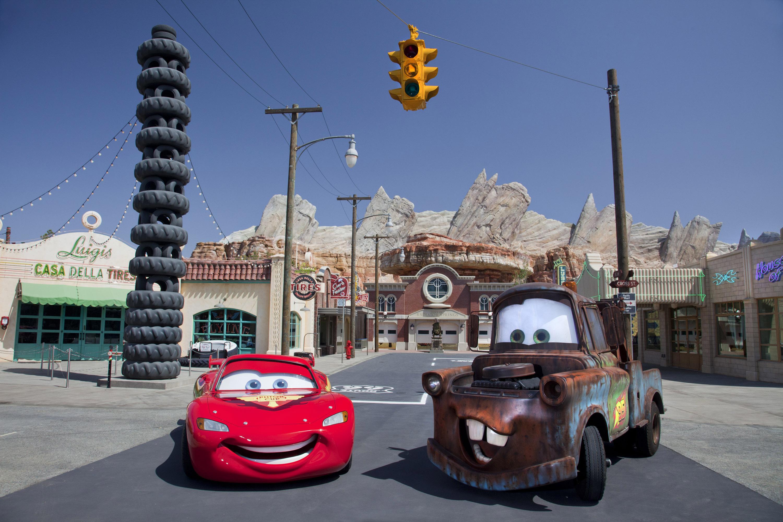 Mater & Lightning McQueen photo shoot Cars Land(Paul Hiffmeyer/Disneyland Resort)