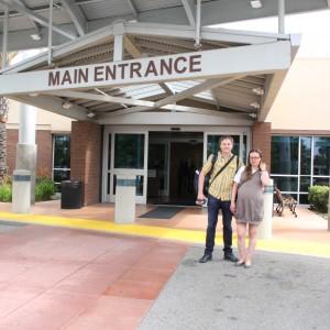 Роды в США штат Калифорния, Михаил и Алла около госпиталя Fountain  Valley